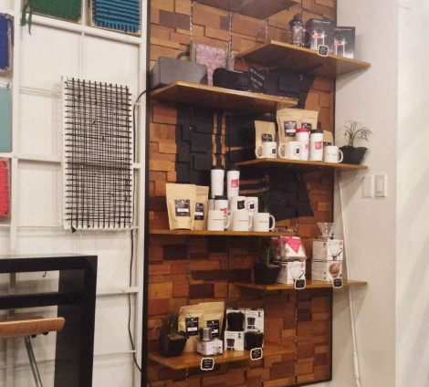 Love the backdrop design of this shelf