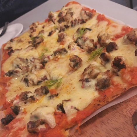 A closer look at that Musssls Sisig Pizza